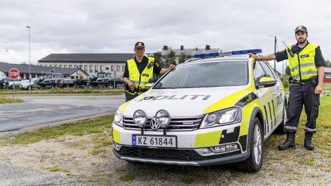 NY PATRULJE: Freddy Olaussen og Cato Arntsen utgjør den nye patruljen til utrykningspolitiet, som er stasjonert i Lakselv. Nå vil traffikanter rundt aksen Karigasniemi og Nordkapp møte politiet                     langt oftere enn de tidligere har gjort.FOTO: STIAN ELIASSEN