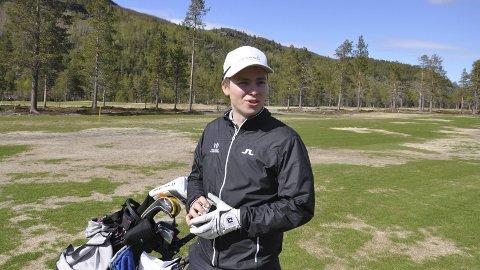 Alta Golfklubb fikk i helgen sin første nordnorske mester i Vebjørn Hillestad Lund Foto: Oddgeir Isaksen