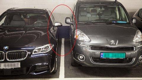 TRANGT: At biler står så nærme hverandre er et vanlig syn på parkeringsplasser.
