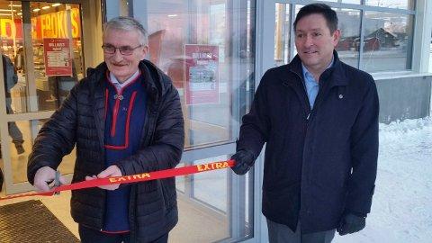 STARTER NYTT: Jan-Ivar Ahlsén (til høyre) planlegger en ny Coop-butikk på Sandnes, noen minutters kjøretur fra den eksisterende på Bjørnevatn. Her er han avbildet under åpningen av Coop Extra i Kautokeino.