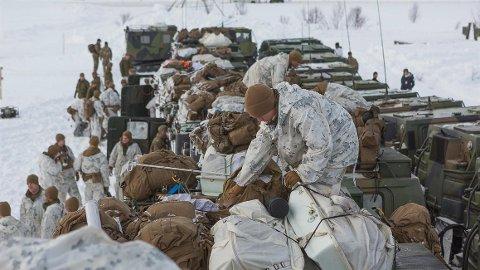 """Den siste uka har det """"krydd"""" av militære på fjellet i Finnmark."""