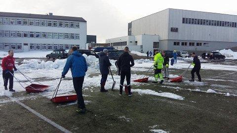 SAMARBEID: Etter en stor dugnadsinnsats kan nå fotballspillerne i Hammerfest trene på Breidablikk stadion. Foto: HIF/Stein