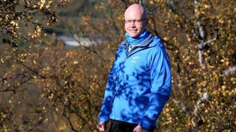STANSET REKORDMANGE FELT: Einar J. Asbjørnsen i FeFo sier de stengte i alt 33 jaktfelt for tilreisende jegere i høst.