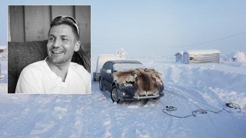 EN MACGYVER-LØSNING: Asgeir Jørgensen Krane fra Alta fikk ikke startet bilen på hytta i Kautokeino. Derfor surret han varmekabler rundt motoren, og la reinskinn over bilen for å holde på varmen.