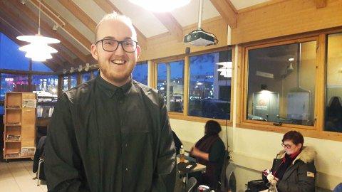 MERKELIGE SPØRSMÅL: Kristoffer Lorang Mathisen fortalte blant annet forsamlingen om de merkelige spørsmålene han får rundt sin legning, når han er ute på byen.