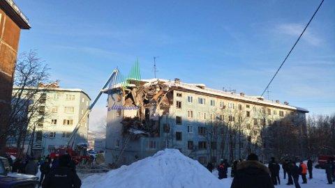 To personer døde da det eksploderte i denne blokken i Murmansk.