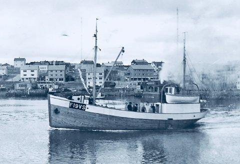 KOM HJEM: «Stein Odin» ankommer sin første hjemmehavn i Vadsø 1952.