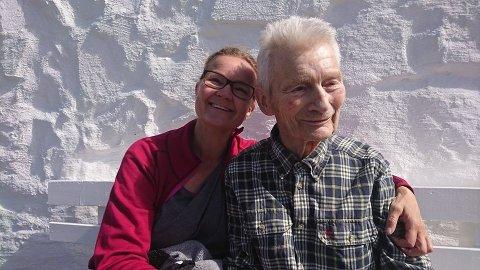 REAGERER: Elke Tarraldsen reagerer sterkt på forholdene hennes far, Sverre Thorbjørn Anderssen, har på Kjøllefjord sykehjem. Det gjør også mange av Sverres gamle kollegaer.