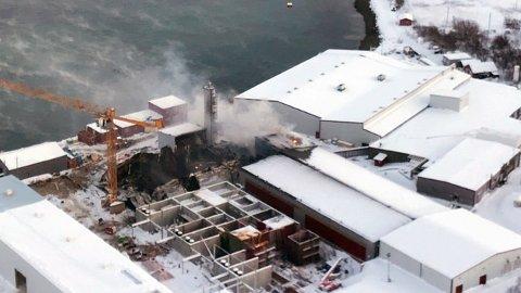 SATSER NYTT: Brannen har ikke fått Lerøy til å gi opp smoltproduksjonen i Friarfjorden.