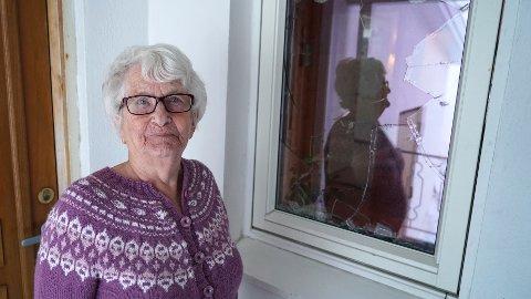 Politiet prioriterte ikke å rykke ut da Ella Pedersen (89) i Mehamn ble vekket av knust vindu midt i natta.