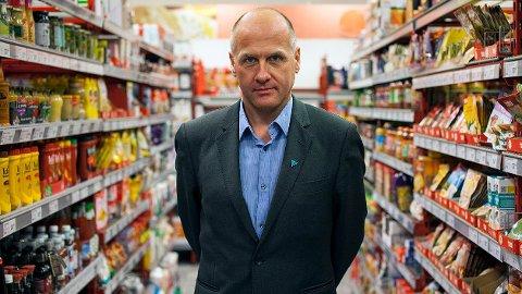 Gunstein Instefjord i Forbrukerrådet sier det faste prismønsteret i bensinprisene er brutt opp.