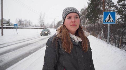 NESTENULYKKE: Det var ved denne fotgjengerovergangen at Annie Holsmo sto og så på, mens eldstedatteren nesten ble påkjørt da hun var på vei over gangfeltet.