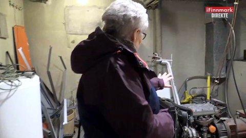 SKAL IKKE VÆRE HER: Klarsynte Ellen Marit P. Sara mener en mannsperson reagerer på en motor som er installert i kjelleren.