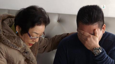 Kims biologiske mor visste ikke om adopsjonen før mange år etter at faren hadde adoptert ham bort. Hun ble aldri gift igjen.