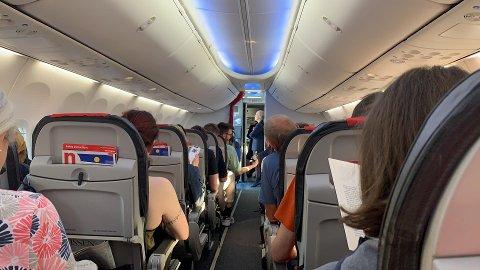 SNUDDE: Norwegian-flyet på vei fra Oslo til Tromsø måtte snu kort tid etter avgang fra Gardermoen etter å ha truffet en fugl. Etter en teknisk inspeksjon er flyet igjen klarert for avgang til Tromsø, opplyser flyselskapet.
