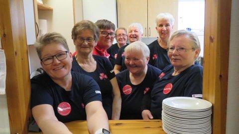 ILDSJELENE: De frivillige som har bidratt under 150-års festen i Kvalsund kommune har vært helt enestående. Her representer ved et knippe av de over 100 som jobbet for å gjennomføre festivalen.