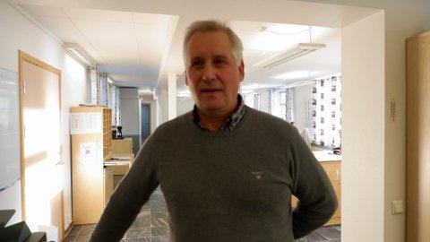 VIL FÅ FÅ FLERE PLASSER PÅ RÅDHUSET: Rådmann Jens Betsi i Vadsø kommune ønsker flere kontorer på rådhuset.