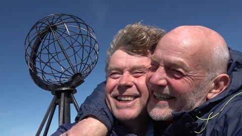 UT PÅ TUR, ALDRI SUR: Øystein Bache og Rune Gokstad er igjen ute på tur. Denne gangen har de kjørt Norge på langs.