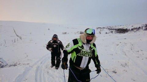 FORNØYD: Tom Roger Larsen er fornøyd med at folk får bruke scooteren. Foto: Privat