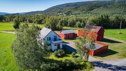 IDYLL: Dette småbruket i Fauske kommune ble solgt for en pris som lå godt over prisantydning