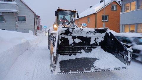 BRØYT: Vadsø kommune innrømmer at anbudsprosessen ble lagt ut alt for seint. Det betyr at ingen entreprenører foreløpig har fått oppdrag å brøyte.