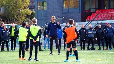 POSISJONSSPILL: Rune Mikkelsen holder kurs i posisjonsspill i Bergen.