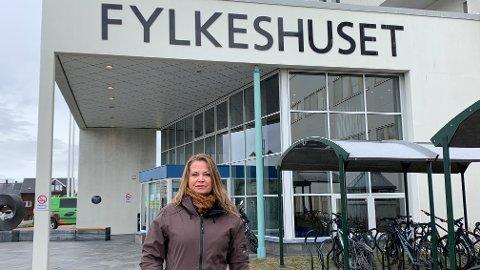 MELDER SEG UT: Anne-Karine Markeng Melsom jobber ved fylkeshuset i Vadsø. Hun er bare en av mange tilknyttet Samfunnsviterne som nå melder seg ut etter samarbeidsproblemer med sine kolleger ved fylkeshuset i Tromsø i samme forening.