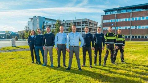 EMISJON: Jonas Haugen (i midten) og Nordlysbyen Eiendom har solgt 50 prosent av aksjene til Fredensborg AS. Her er han sammen med ansatte i Nordlysbyen Eiendom AS.