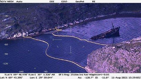 SØL: Bildene fra Kystverket viser et betydelig oljesøl rundt havaristen.