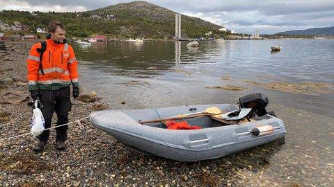 STJÅLET: Eierne etterlyser båten sin.