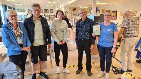 Fra venstre: Dagfrid Andreassen (likeperson for høreapparatbrukere), Kjell Arne Nilsen (prosjektansvarlig), Trine Lyså (ergoterapeut i Harstad kommune), Kjell Corneliussen (lokallagsleder) og Ingeborg Skjervum (enhetsleder).