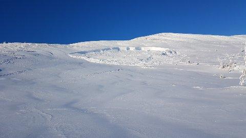 RASTE UT: Her har snøskredet gått ved Hårskallen i Levanger. Betydelige snømengder raste ut.