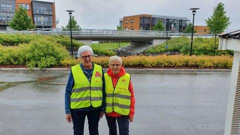 KLØVERTUR: Gunhild Madsen (t.v.) og Solbjørg Kirknes ønsker vel møtt til Kløverstafett,  samt til Kløvertur hver mandag formiddag.