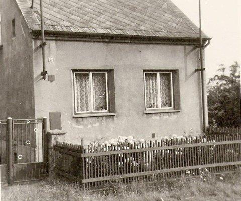 HJEMMET: I dette huset i Sudet bodde Thorleif med moren og de tyske besteforeldrene under krigen. Foto: Privat