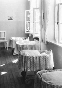 SMÅ SENGER: Tyskerbarna ble ofte adoptert bort etter opphold på barnehjem.