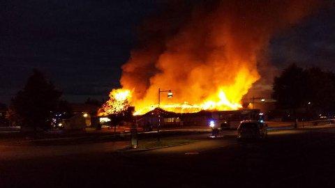 Brannen i Coop-bygget på Aursmoen var den mest omtalte og dramatiske brannen i Indres distrikt i 2015. Ingen menneskeliv gikk tapt.