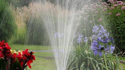 Ikke lenger forbudt: Vanningsrestriksjonene i Aurskog-Høland er opphevet.