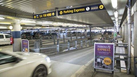 Store parkeringsplasser og parkeringshus på flyplasser er typisk steder hvor mange glemmer hvor de egentlig parkerte bilen. Og det kan i verste fall få store konsekvenser...