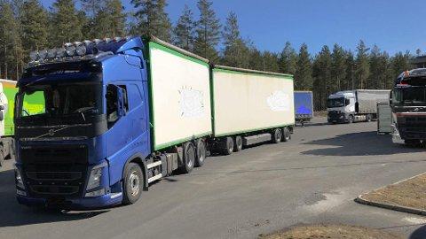920 tunge kjøretøy ble nærmere kontrollert i storaksjonen denne uken. Hele 198 av dem fikk kjøreforbud. Foto: Statens vegvesen.