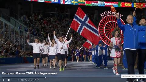 Simon Kolstad Clausen var flaggbærer for Norge da European Games ble åpnet i Minsk. Foto: Privat