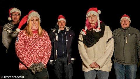 NÆRINGSNISSER: Knut Helge Sæther (t.v.), Helene Enger Skjønnhaug, Anders Fjeldstad, Hanne Michelsen og Knut Roger Grøtli i Aurskog næringsforening står bak initiativet til å lage en julefilm fra bygda.