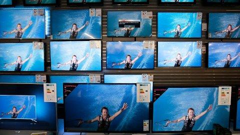 TV-er utstilt på Elkjøp i 2016.