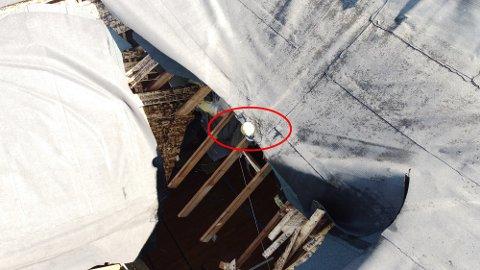 En ball ble funnet i avløpet fra taket. (Foto: Remi Presttun)
