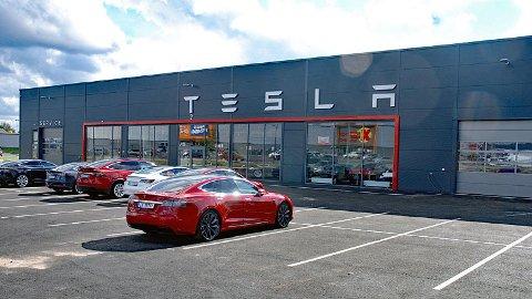 Tesla åpner i disse dager et helt nytt anlegg i Sarpsborg. Det vil gi bedre servicekapasitet på Østlandet.