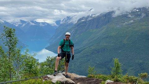 Lars Nyborg er åpen med tanke på jobbmuligheter i framtida. Bildet er tatt på en av mange fjellturer.