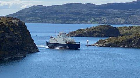 HENTET INN: MF Fosen er hentet inn fra Trondheim til sambandet mellom Tjøtta og Forvik. Den innleide ferjen tar 105 biler.