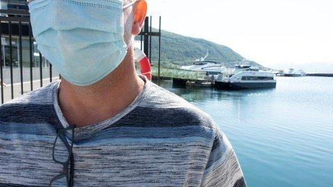 MUNNBIND: Statsforvalteren i Nordland oppfordrer folk til å bruke munnbind på hurtigbåter og ferger.
