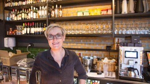 ØNSKER VELKOMMEN: Hilde Steen Helland ved Brix Brygghus ønsker gjester velkommen til restaurantens tredje 17. mai.