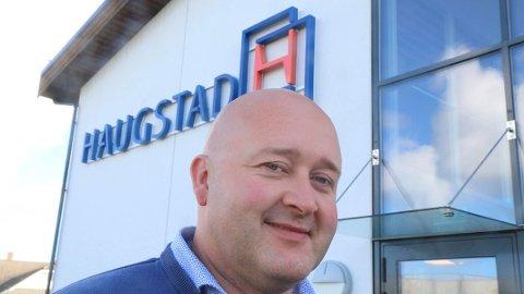 SATSAR FOR FRAMTIDA: – Utgangspunktet er at kapasiteten skal seksdoblast, utan auka lønskostnadar og fleire tilsette i produksjonen, seier dagleg leiar Steinar Gulaker ved Haugstad Møbel.
