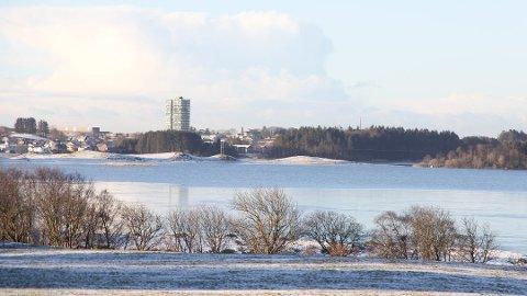 LITT SNØ: Den kommende uken får vi frostnetter, med mulighet for snø natt til torsdag. Kanskje blir det seende ut som ved Frøylandsvatnet for noen år siden?